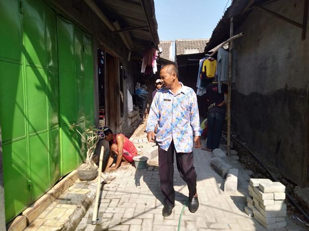 Monitoring Pemasangan Paving di Jl Towangsan Gg 2 Kelurahan Mojorejo.