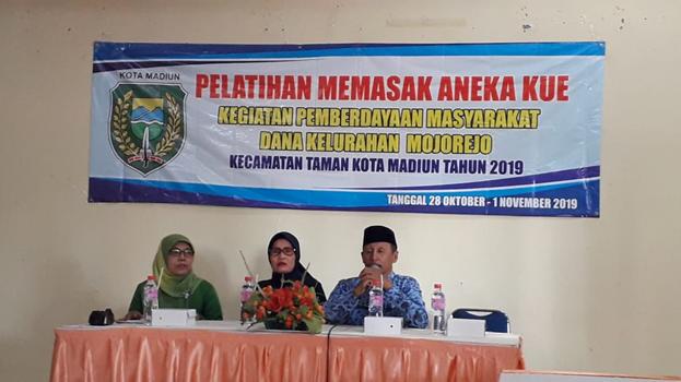 PELATIHAN MEMASAK ANEKA KUE                  Kegiatan Pemberdayaan Masyarakat Dana Kelurahan Mojorejo Kecamatan Taman Kota Madiun Tahun 2019